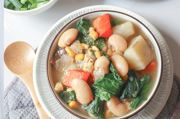 White Bean Veggie Soup